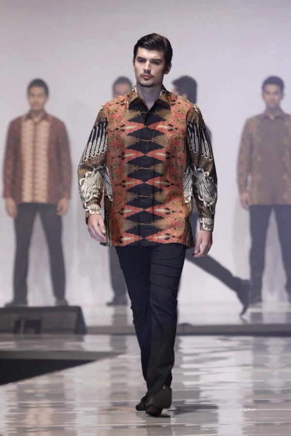 Fashion show batik pria 1