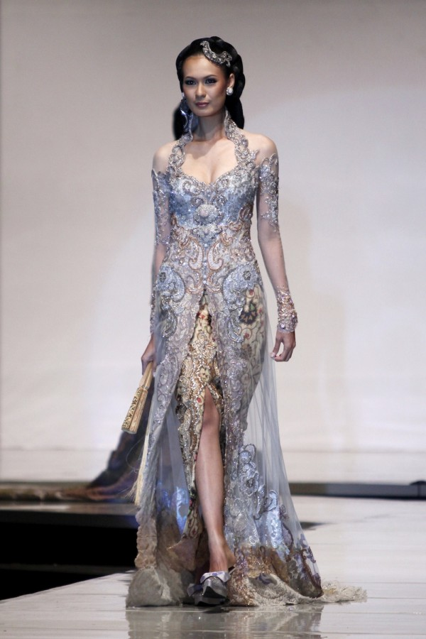 ... Designers Show Their Best At World Batik Summit - Female Daily