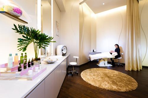shop like a vip with dfs galleria u0026 39 s beauty concierge