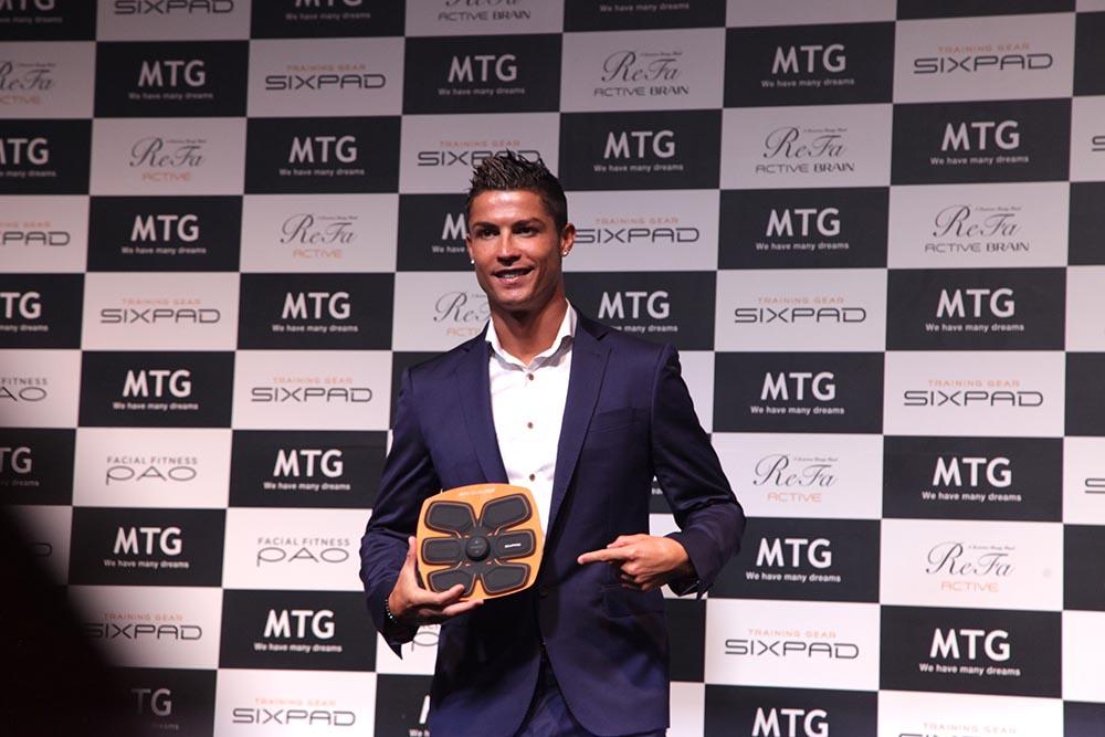 SIXPAD Training Gear dibuat berdasarkan bentuk otot perut Cristiano Ronaldo
