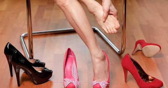 tips-nyaman-pakai-high-heels-dengan-hairdryer-39ZAzn44jY
