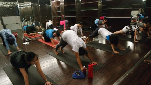 yoga-celebrity-fitness