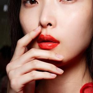 Rayakan Imlek dengan 5 Lipstick Nuansa Oranye Ini! feature