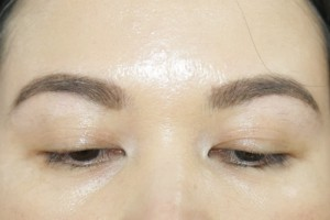 Benefit-They're-Real-Tinted-Eyelash-Primer-Before