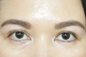 Benefit-They're-Real-Tinted-Eyelash-Primer-Before2