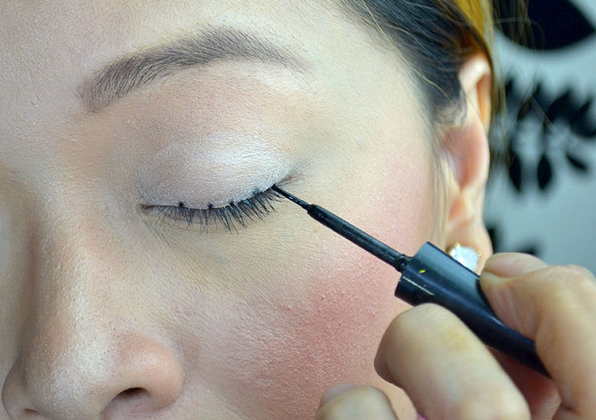 Simple-and-Easy-way-to-apply-Eye-Liner-2