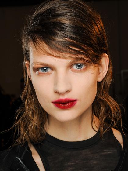 Blurred Lips Menjadi Trend Makeup Spring 2016-2