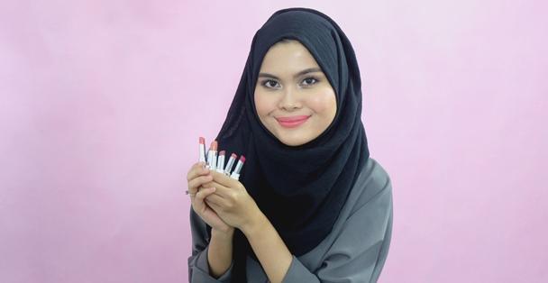 review-lipstick-matte-wardah-zoya-mazaya-1.png