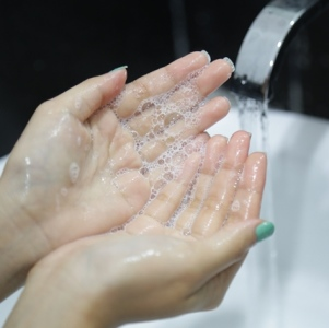 cuci-muka-pagi-hari-thumbb