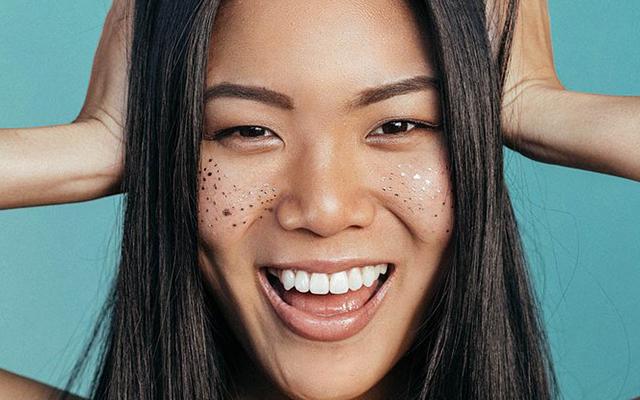 Body foil freckles