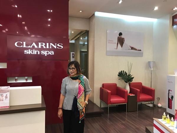 Mencoba pijat langsing di clarins skin spa female daily for Clarins salon