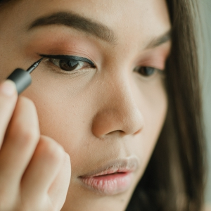 Eyeliner Gel Bagus dari Drugstore-3