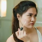 Makeup Cakey atau Nggak Nempel? Ini Jawabannya