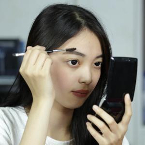 Mengatur Budget Makeup untuk Remaja-2