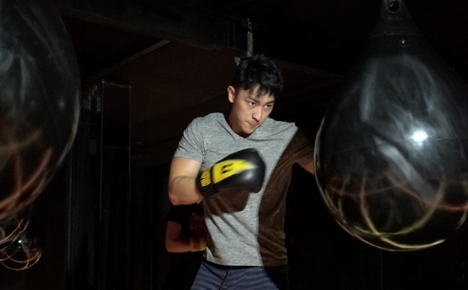 Nyobain Boxing Dengan Menggunakan Aqua Bag di Ü Jakarta